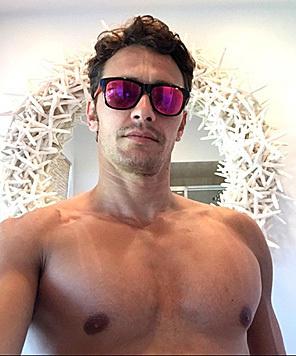 James Franco schickt seinen Fans aus dem Urlaub ein Foto von seinem nackten Oberkörper. (Bild: Viennareport)