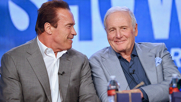 Jerry Weintraub mit Hollywood-Star Arnold Schwarzenegger (Bild: Richard Shotwell/Invision/AP)