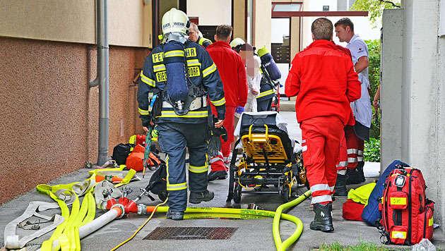 Keller in Flammen: 6-stöckiges Wohnhaus evakuiert (Bild: Pressestelle BFK Mödling)