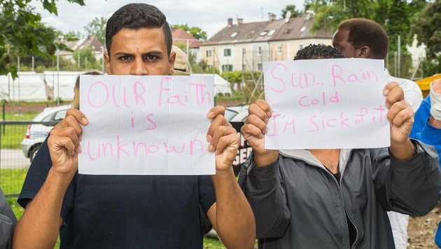 Dieser Flüchtling fühlt sich in Salzburg nicht verstanden: Sein Glaube sei hier nicht akzeptiert... (Bild: Franz Neumayr/MMV)