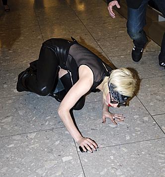 Aber auch abseits der Bühne legte es Lady Gaga schon auf die Nase. Bei diesen Schuhen... (Bild: Viennareport)