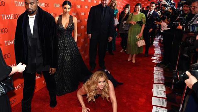 Amy Schuler legte sich vor Kim und Kanye flach. Ein Scherz, der nicht gut angekommen ist. (Bild: Viennareport)