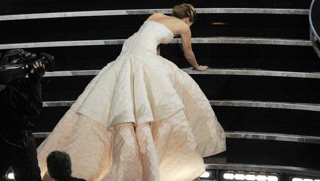 Jennifer Lawrence ist die Königin des Niederfallens. Hier bei den Oscars 2013 ... (Bild: Chris Pizzello/Invision/AP)