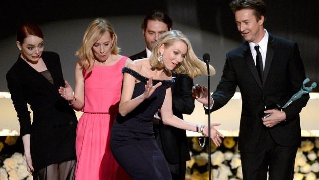 Bei den SAG-Awards kam Naomi Watts ganz schön ins Straucheln. (Bild: AFP)