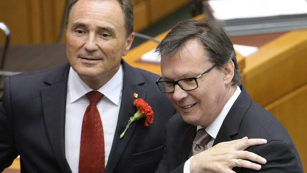 Die Landesräte Helmut Bieler und Norbert Darabos (re.) (Bild: APA/ROBERT JAEGER)