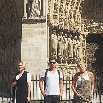 Hayley und Taylor Ann Hasselhoff machen mit Freunden Paris unsicher. (Bild: instagram.com/hhasselhoff)