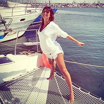 Elisabetta Canalis lässt in Sardinien die Seele samt Babybauch baumeln. (Bild: Viennareport)