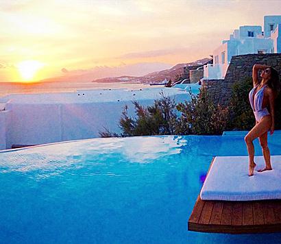 Nicole Scherzinger feierte ihren Geburtstag auf Mykonos - romantischer Sonnenuntergang inklusive. (Bild: Viennareport)