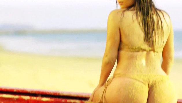 Unverkennbar: Kim Kardashians sandiger Po (Bild: Viennareport)