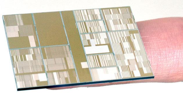 IBM-Forscher präsentieren ersten 7-Nanometer-Chip (Bild: IBM)