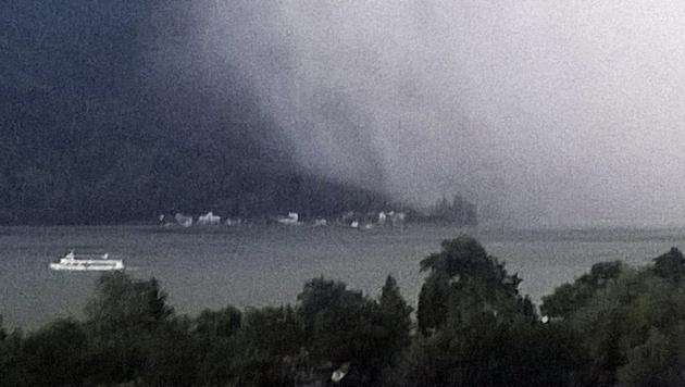 Heftige Unwetter über dem Ossiacher See in Kärnten (Bild: APA/EDITH GR†NWALD)