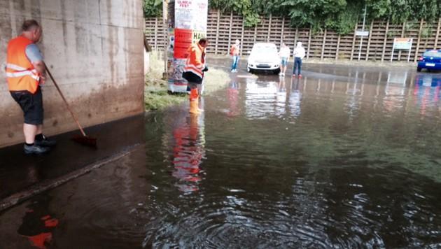 Eine überflutete Unterführung in Bruck (Bild: FF Bruck)