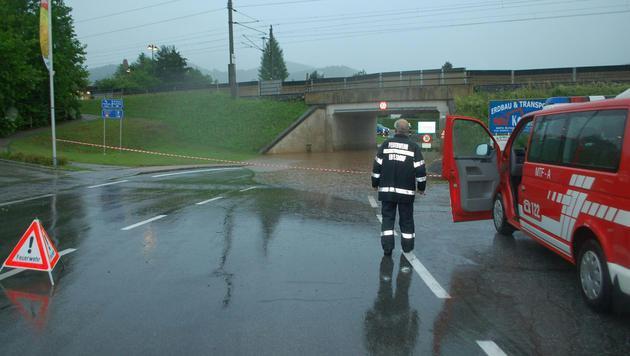 Auch in der Steiermark waren zahlreiche Unterführungen überschwemmt (hier im Raum Edelsdorf). (Bild: APA/BFVMZ)