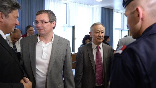 Die beiden Angeklagten Vadim Koshlyak und Alnur Mussayev (r.) nach der Urteilsverkündung (Bild: APA/ROBERT JAEGER)