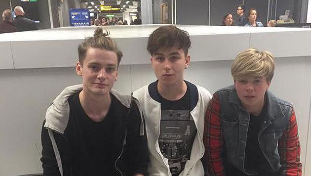 Die schottische Boyband Rewind - links Sänger James McElvar (Bild: Twitter)