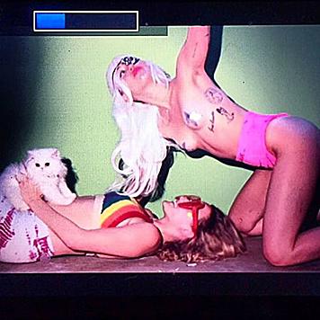 Miley Cyrus kann's einfach nicht lassen... (Bild: Viennareport)
