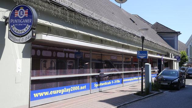 Wettcafé-Überfall: Kellner dachte zuerst an Scherz (Bild: Sepp Pail)