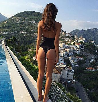 Ratajkowski beschränkt sich dabei nicht nur auf eine Ansicht. Denn auch der Rücken kann entzücken. (Bild: instagram.com/emrata)