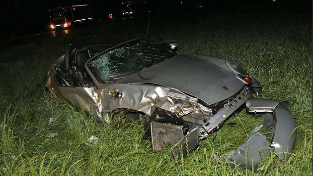 Der Porsche überschlug sich mehrmals und wurde völlig zerstört. (Bild: FF Euratsfeld)