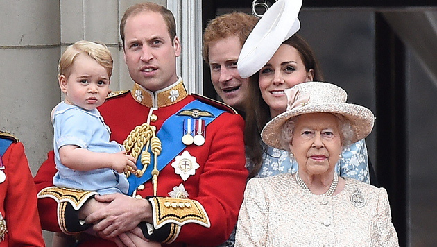 Prinz George, Prinz William, Prinz Harry, Kate und die Queen (Bild: APA/EPA/FACUNDO ARRIZABALAGA)
