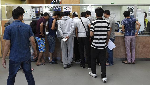 Nicht alle Asyl-Verteilerzentren starten pünktlich (Bild: APA/HELMUT FOHRINGER)