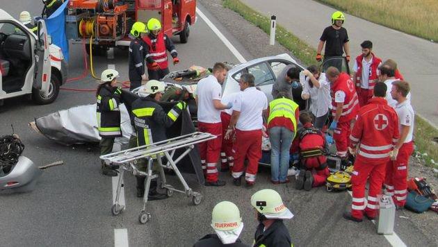 Ein Toter und zwei Verletzte bei Frontalkollision (Bild: FF Niederrußbach)