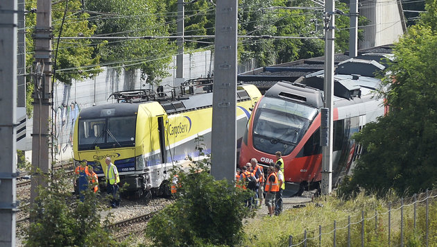 Züge in Wien-Floridsdorf kollidiert und entgleist (Bild: APA/ROBERT JAEGER)