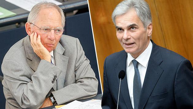 Faymann-Kritik an Schäubles Griechenland-Kurs (Bild: APA/EPA/WOLFGANG KUMM, APA/ROLAND SCHLAGER)