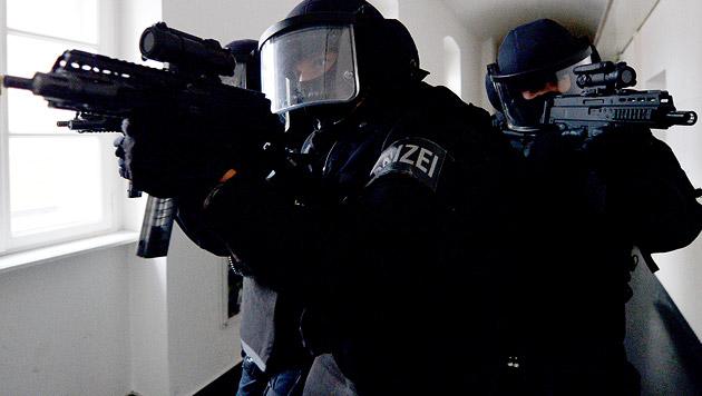IS-Verdächtiger von Cobra gestellt (Bild: APA/ROLAND SCHLAGER (Symbolbild))