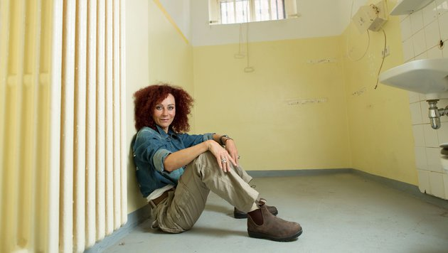 Mausi Lugner im Gefängnis (Bild: RTL)