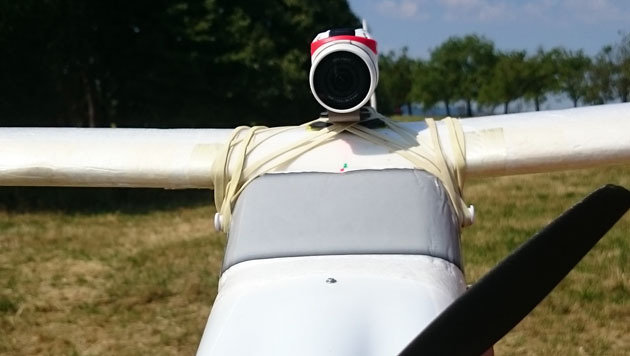 Die Bandit ist zwar relativ schwer, für unseren Modellflieger waren die 190 Gramm aber kein Problem. (Bild: Dominik Erlinger)