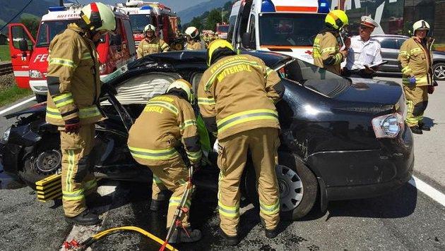 Die Feuerwehr Mittersill rückte zur Unterstützung ihrer Kollegen mit der Bergeschere an. (Bild: FF Mittersill)