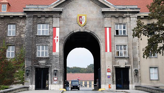 Die Maria-Theresien-Kaserne in Wien (Bild: Zwefo)