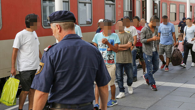 84 Flüchtlinge auf Salzburger Bahnhof gestrandet (Bild: MARKUS TSCHEPP)