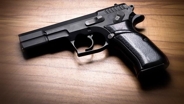 Pistolen-Mann überfällt Linzer in eigener Wohnung (Bild: thinkstockphotos.de (Symbolbild))