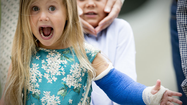 Prinzessin Josephine von Dänemark ist trotz eines Reitunfalls mit Gipsarm guter Dinge. (Bild: Viennareport)