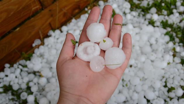 Große Hagelschloßen richteten auch in Tirol schwere Schäden an. (Bild: ZOOM-Tirol)
