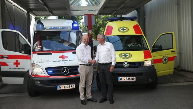 In Zukunft gemeinsam: Alexander Lang vom Roten Kreuz und Kurt Platter(rechts)vom Grünen Kreuz (Bild: Peter Tomschi)