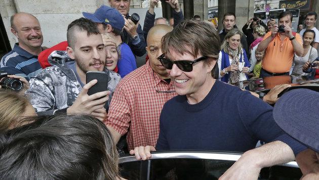 Tom Cruise badet in der Fanmenge. (Bild: Klemens Groh)