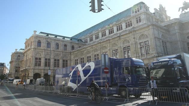 16 Tonnen Material wurden für den Umbau der Oper zur Premieren-Location angeliefert. (Bild: Peter Tomschi)