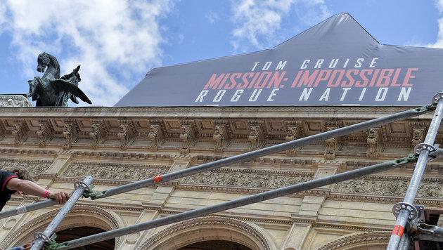"""Aufbau für """"Mission: Impossible""""-Premiere läuft (Bild: APA/HERBERT NEUBAUER)"""