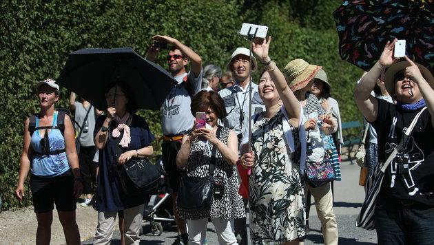 Japanische Touristen sind begeistert, Tom Cruise leibhaftig zu sehen. (Bild: Peter Tomschi)