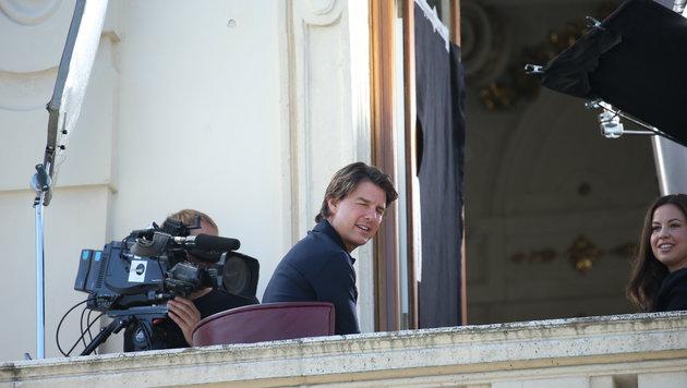 Auf einem Balkon des Belvedere gibt Tom Cruise Interviews. (Bild: Peter Tomschi)