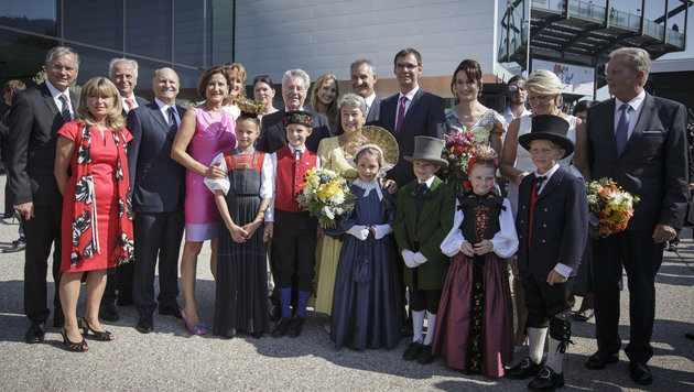 BP Heinz Fischer und Gattin Margit mit Mitgliedern der Bundes- und Landesregierung (Bild: APA/BUNDESHEER/PETER LECHNER)