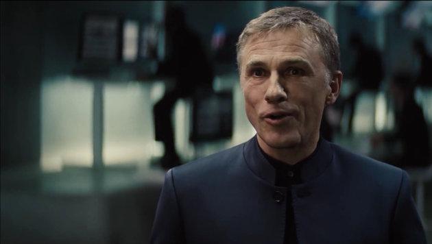 """Oberhauser (Christoph Waltz) erklärt Bond im """"Spectre""""-Trailer, er sei """"Ursache deiner Schmerzen"""". (Bild: Viennareport)"""