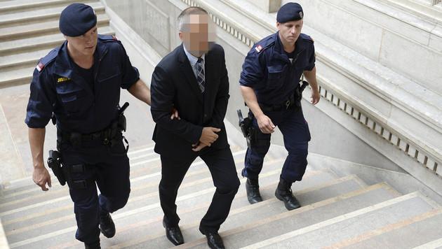 12 Fakten und Fragen zum Gmundner Sex-Mord (Bild: APA/ROLAND SCHLAGER)