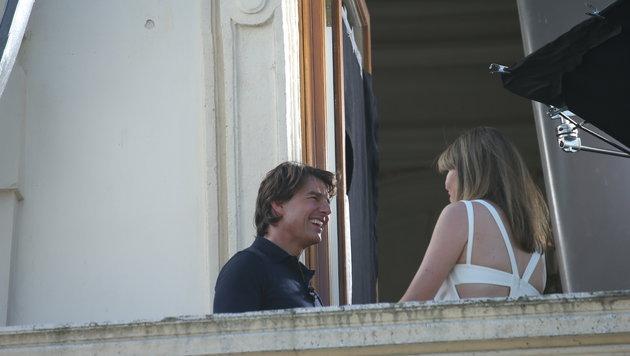 Tom Cruise beim Interview mit einer Journalistin (Bild: Peter Tomschi)