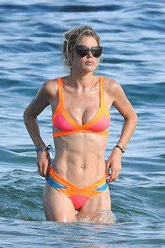 Doutzen Kroes hat einen knallfarbenen Bikini mit in den Spanien-Urlaub genommen. (Bild: Bulls Press Photo)