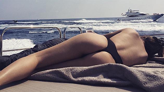 Chrissy Teigen sendet diesen sexy Schnappschuss aus dem Urlaub. (Bild: instagram.com/chrissyteigen)