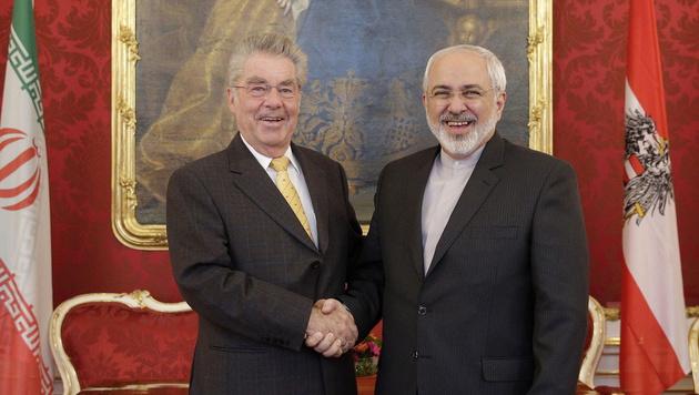 Bundespräsident Heinz Fischer mit Irans Außenminister Mohammed Javad Zarif (Bild: APA/EPA/PETER LECHNER)